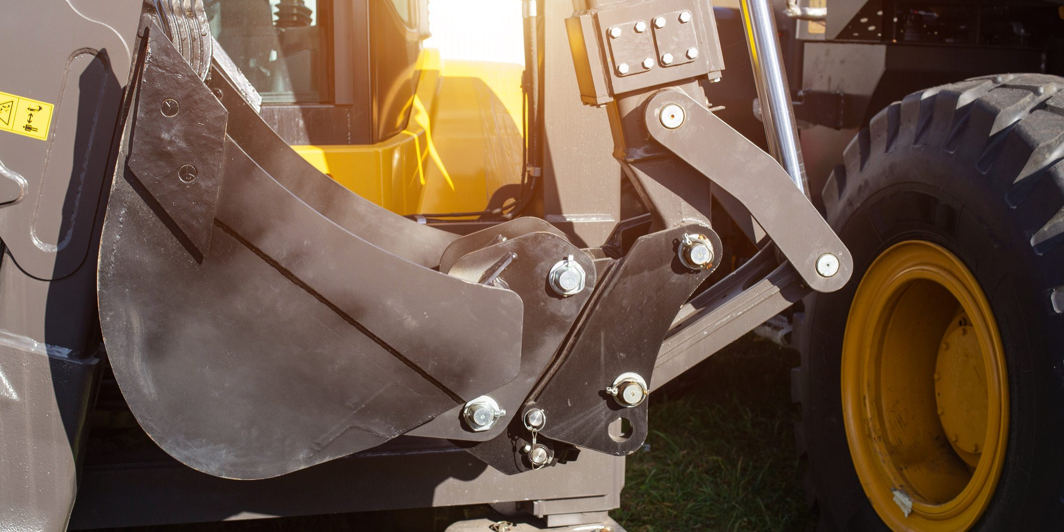 Hydraulic mechanism on construction equipment for driving a bucket on an excavator, industry